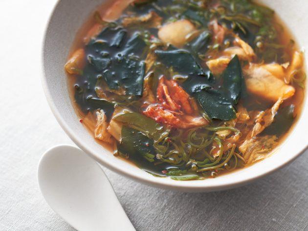 めかぶ、わかめ、キムチのスープ【有賀薫さんのレシピ