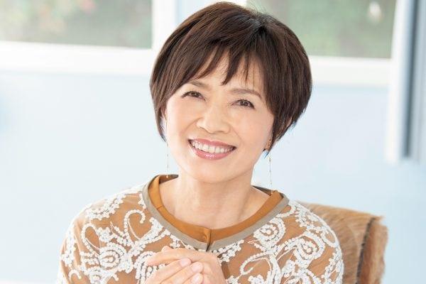 毎朝、鏡で笑顔をチェック。榊原郁恵さんの運を呼び込む習慣。