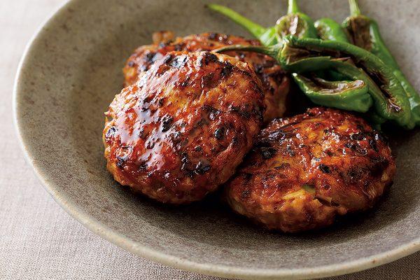 いつもの鶏とごぼうのつくねがガラリと変わる、簡単スパイス料理【山田英季さんのレシピ】