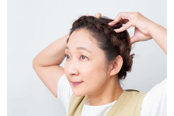虻川美穂子さんが挑戦、頭のコリをほぐす小顔メソッド。